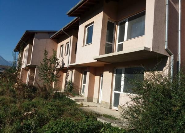 Солнечный двухэтажный дом с прекрасным видом в Баня